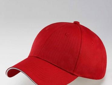 Un berretto rosso. Invito alla saulte